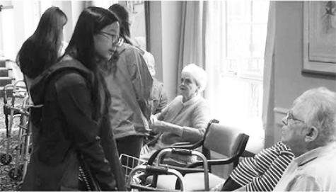 Jamie Jiang '18 volunteers at Rivercourt Residences.