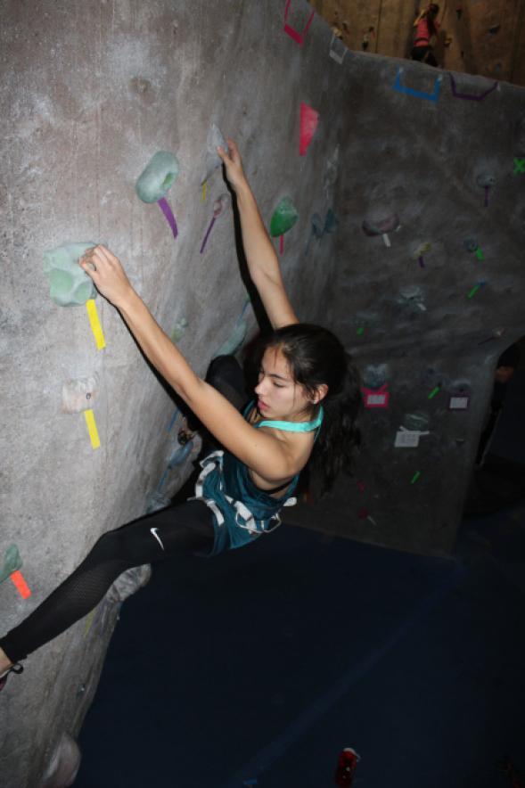 Layla McDermott '18 rock climbing.