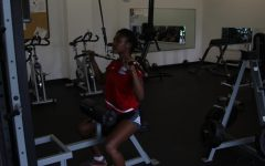 Karla Sanford '19 in the weight room.